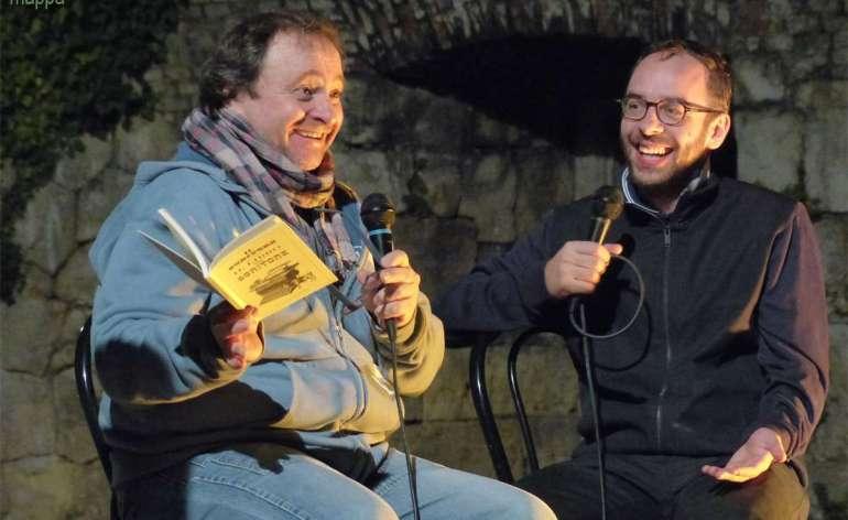 Natalino Balasso testimone di accessibilità per disMappa a OperaForte dopo la presentazione de Il libro del scritore
