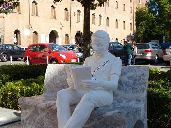 La lettura di Enrico Pasquale (Margraf) in Piazzatta Navona