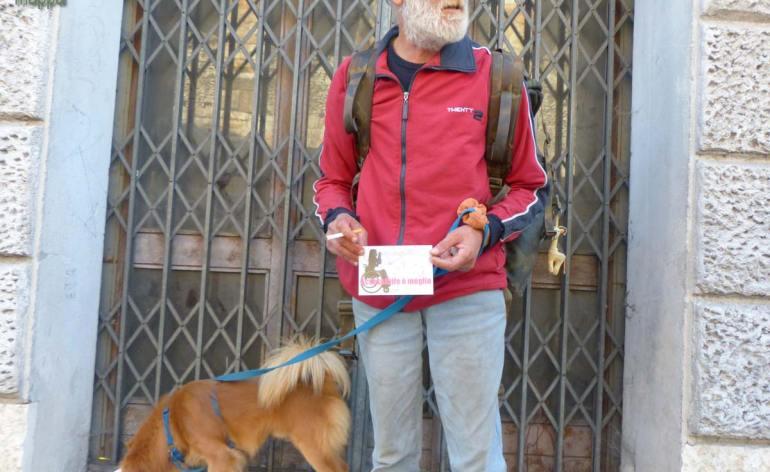 Oliviero e il suo cane, entrambi senza fissa dimora, testimoni di accessibilità per dismappa