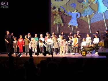 L'entusiasmo del pubblico di ogni età alla prima nazionale dello spettacolo di Elisabetta Garilli Ninne nanne nanne nì. Dall'attesa alla nascita.