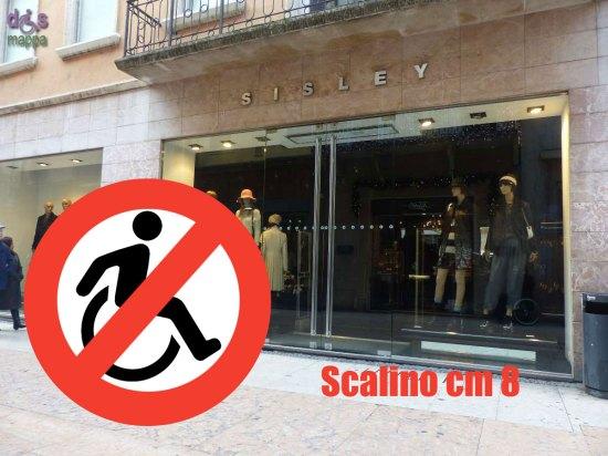 33-Sisley-via-Mazzini-Verona-Accessibilita-disabili