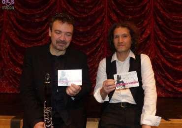 Marco Pasetto e Roberto Totola testimoni di accessibilità per dismappa dopo il loro spettacolo La vita è un blues al Teatro Camploy di Verona