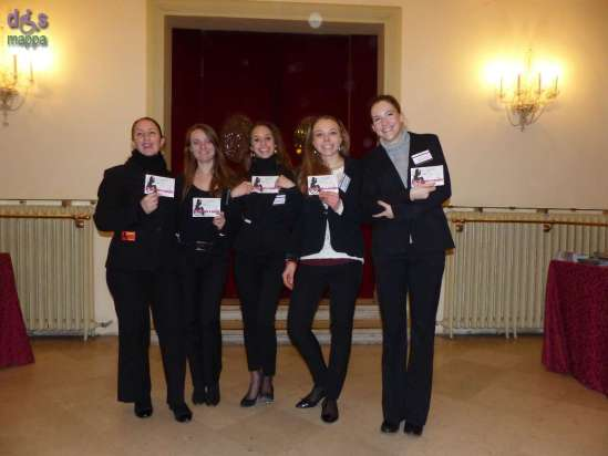 Daniela, Silvia, Elisa, Francesca e Lidia, sempre sorridenti nell'accogliere gli spettatori al Teatro Nuovo di Verona, testimoni per dismappa