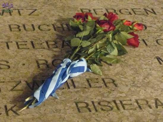 Giornata della memoria fiori lapide Piazza Bra Verona