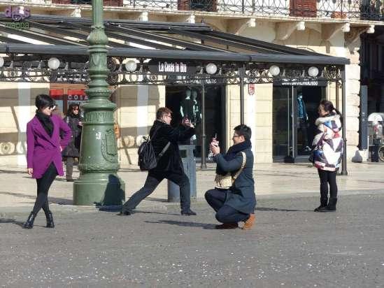 20150209 Foto turisti orientali Piazza Bra Verona dismappa