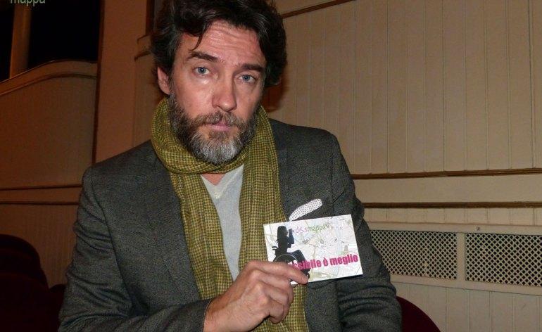 L'attore Alessio Boni testimone di accessibilità per dismappa, dopo l'assedio delle fan e le innumerevoli foto ricordo alla fine dell'incontro con il cast di Il visitatore al Teatro Nuovo