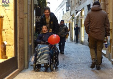 20150212 disabile carrozzina Verona in love