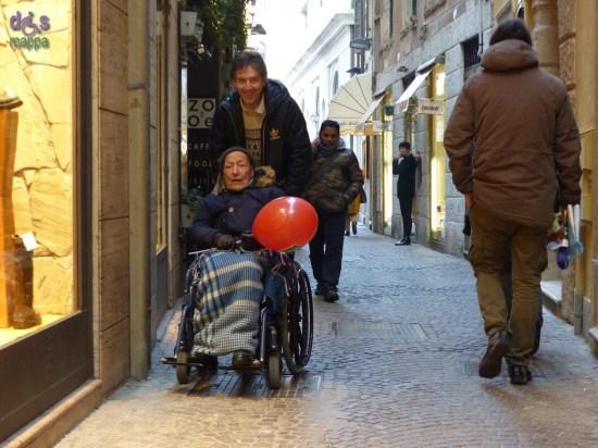 20150212 disabile carrozzina Verona in love