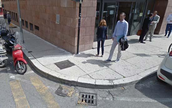 INPS-marciapiede-barriera-architettonica-disabili