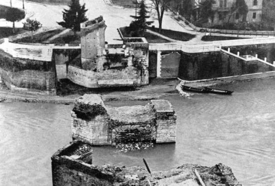 Ponte Castelvecchio bombardato Verona 1945