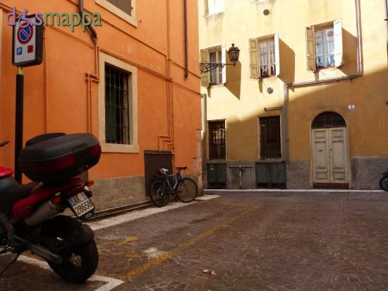 Parcheggio riservato alle persone con disabilità in Volto Due Mori (traversa Corso Santa Anastasia), Verona centro.