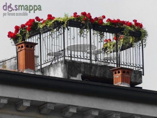 20150606-Terrazzo-fiorito-gerani-rossi-Verona-dismappa-3