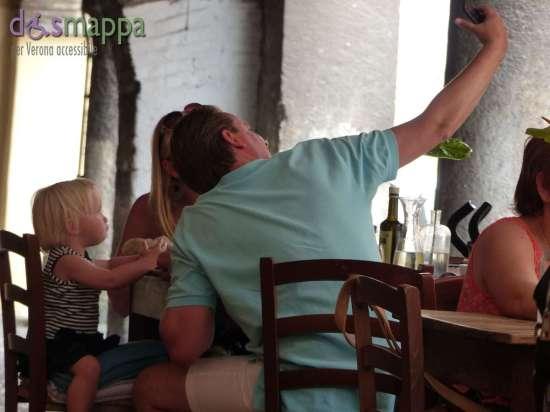 20150629 Turisti selfie Osteria Sottoriva Verona dismappa 23