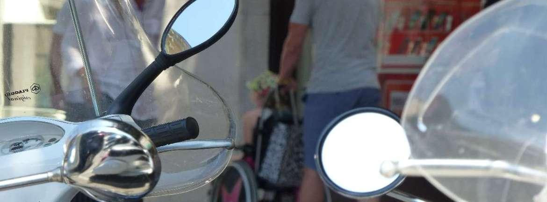 20150727 Bambina carrozzina turisti Verona accessibile dismappa