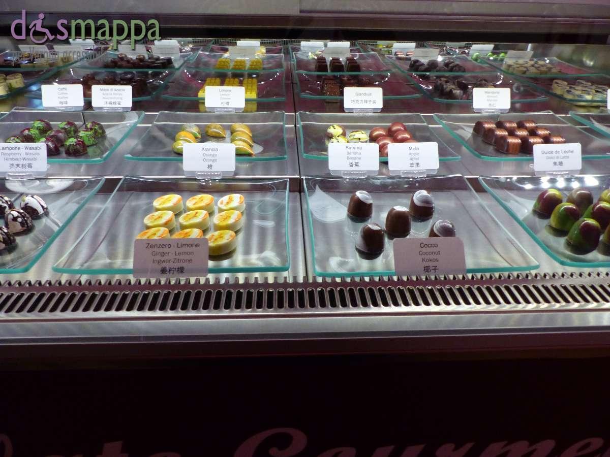 Dolcissima Chocolate Studio è un nuovo negozio super goloso in via Teatro Filarmonico 6, senza nessun scalino in entrata o all'interno : selezione di squisite praline con combinazioni classiche o insolite e creazioni di cioccolato