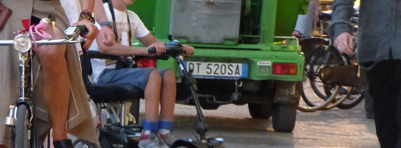 20150831-Ragazzo-carrozzina-elettrica-bici-Verona-dismappa