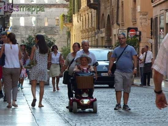 20150831 Signora carrozzina scooter Corso Porta Borsari Verona dismappa 6