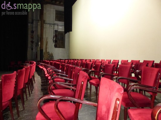 20150928 Sedie velluto rosso palco Teatro Nuovo Verona dismappa 04