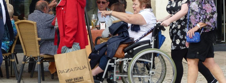 20151008 Disabile carrozzina Piazza Bra Verona dismappa