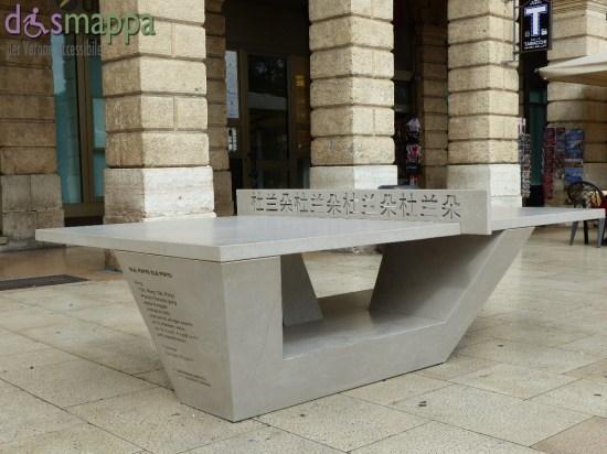 Installazione Ping Pong Pang, design Giorgio Canale, tra tavolo da ping pong e rimando a La Traviata, in Piazza Bra per Marmomacc & the City 2015, Verona