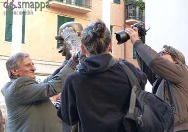 Inaugurazione della statua dedicata allo scrittore d'avventura Emilio Salgari, veronese di nascita. Opera bronzea alta un paio di metri, appoggiata a terra, opera dello scultore veronese Sergio Pasetto.