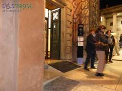 Grazie alla sensibilità degli organizzatori di ArtVerona è stata accolta la segnalazione di Dismappa: in occasione della mostra all'entrata del Museo Lapidario Maffeiano è stata costruita una pedana per superare il gradino all'ingresso (speriamo sia di buon esempio per rendere sempre accessibile questo interessante museo civico)
