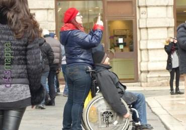 20151231 Disabile carrozzina Piazza delle Erbe Verona 3