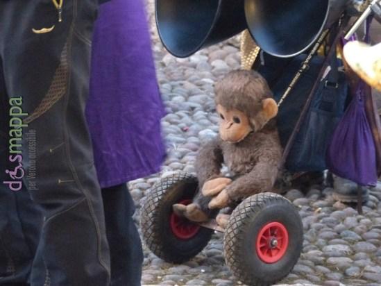 20160116 Scimmia peluche on wheels arena verona dismappa