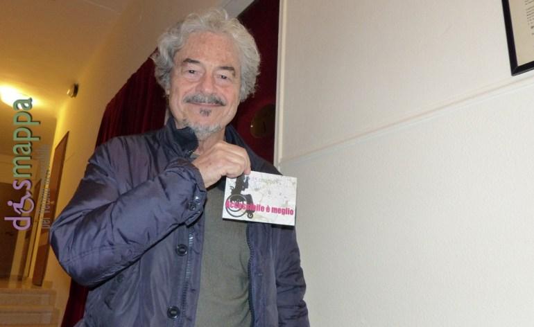 L'attore Massimo Dapporto, in scena al Teatro Nuovo di Verona con Quei due (Il sottoscala), testimone di accessibilità per dismappa prima dell'incontro con il pubblico.