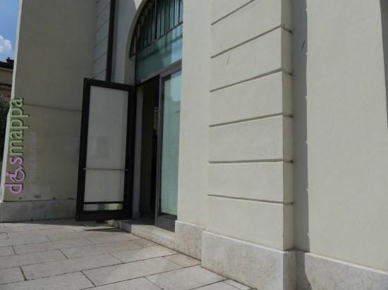 Sala Birolli non è più accessibile: la precedente entrata con scivolo è ora entrata dei bagni  e alla parte espositiva si accede ora da una porta con scalino...  ci auguriamo la Prima Circoscrizione Centro Storico tolga presto questa barriera tornando a premettere a tutti i cittadini di visitare questo spazio pubblico