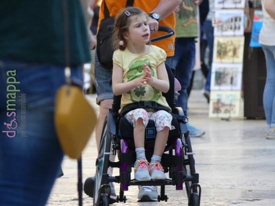 20160522 Bambina carrozzina Verona dismappa 783