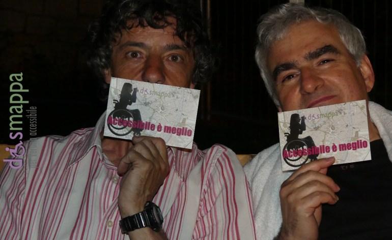 Il bassista Faso (Nicola Fasani) e l'architetto Luca Mangoni appassionati testimoni di accessibilità per dismappa dopo il concerto di Elio e le storie tese alla Sagra dei fumetti di Verona.