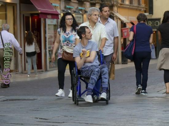20160621 Disabile carrozzina Piazza Erbe Verona dismappa 149