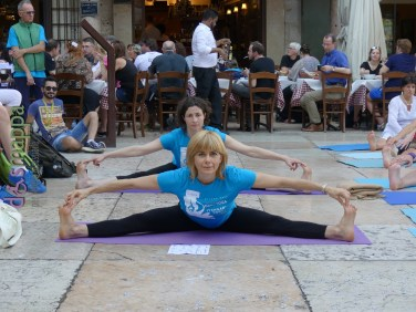 20160621 International Day Yoga Piazza Erbe Verona dismappa 1034
