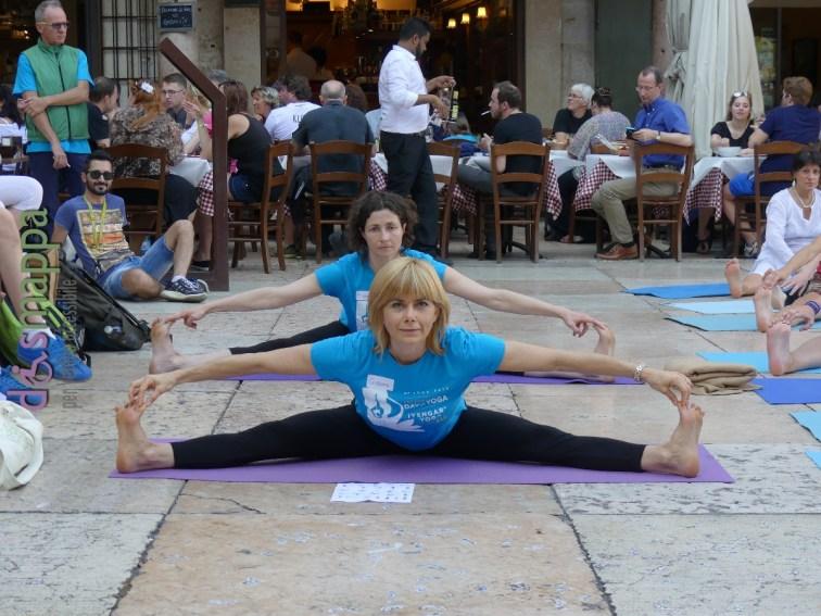 20160621 International Day Yoga Piazza Erbe Verona dismappa 1034