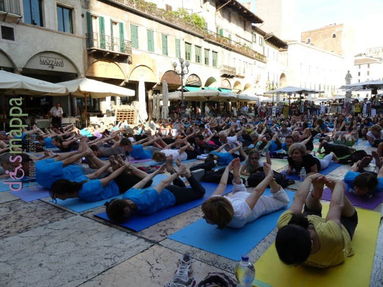 20160621 International Day Yoga Piazza Erbe Verona dismappa 1066