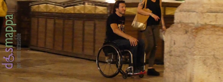 20160710 Coppia disabile carrozzina Piazza Erbe Verona dismappa