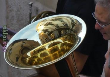 Casa disMappa riflessa nel trombone