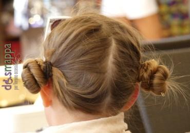 Piccola turista a Verona con pettinatura che ricorda la Principessa Leia di Star Wars