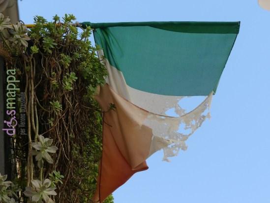 20160813 Bandiera italiana brandelli Verona dismappa 763