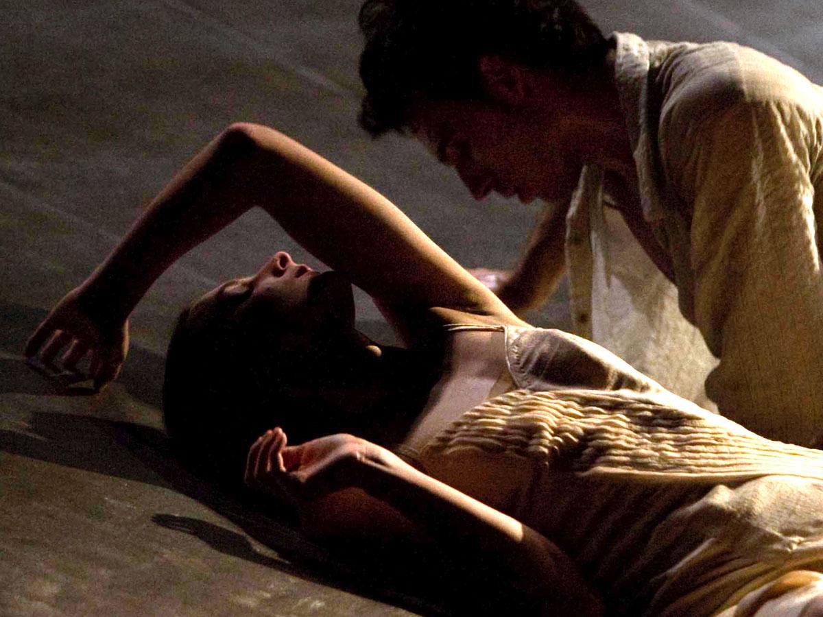 Teatro Romano di Verona 19-20 agosto 2016, ore 21.00 L'Estate Teatrale Veronese 2016 si chiude con la danza: il Romeo e Giulietta di Joëlle Bouvier su musica di Prokofiev proposto dal Ballet du Grand Théâtre di Genève, una delle compagnie più accreditate della scena europea.