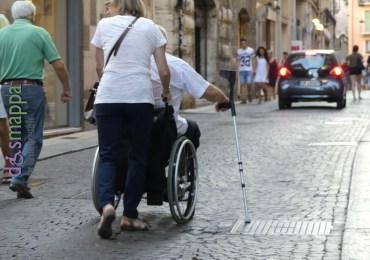20160825 Turisti carrozzina stampelle Verona dismappa 30