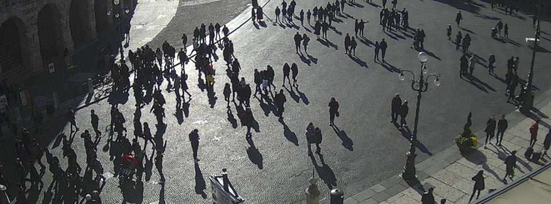 20161112-turisti-ombre-lunghe-piazza-bra-verona-webcam
