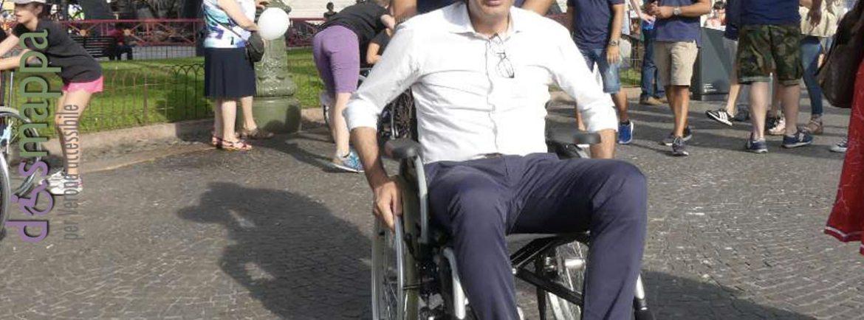 Il nuovo sindaco di Verona Federico Sboarina prova l'accessibilità che da ora sarà suo compito migliorare