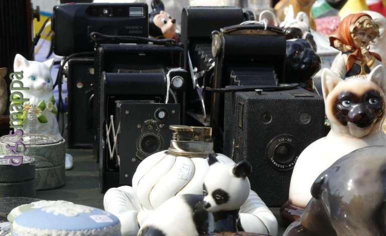 macchine fotografiche a soffietto d'epoca al mercato del vintage di verona