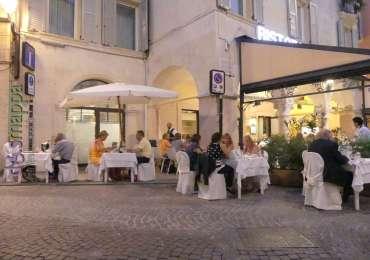 20170717 Parcheggio disabili tavoli ristorante Verona dismappa 003