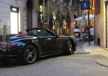 20170718 Parcheggio Porsche Verona