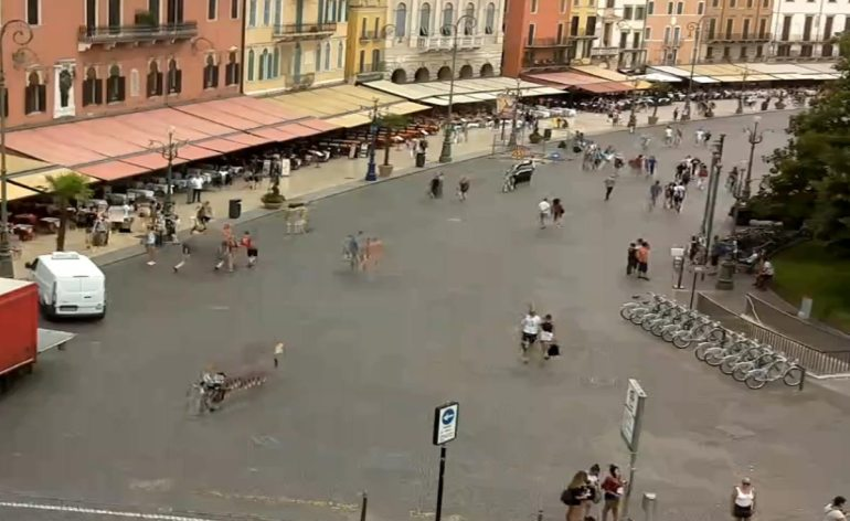20170810-Verona-streaming-webcam-Piazza-Bra