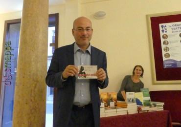 Il giornalista e scrittore Aldo Cazzullo testimone di accessibilità per dismappa dopo la cerimonia di premiazione di Scrivere per amore