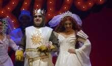 Spamalot: Elio inaugura Divertiamoci a Teatro con Monty Python